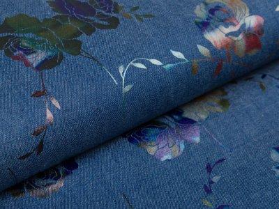 Leichter Jeansstoff mit Foliendruck - wilde Rosen - dunkles jeansblau