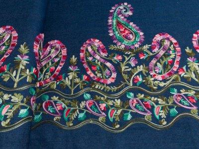 Leichter Jeansstoff mit Stickerei - Paisley Blumen Bordüre - dunkles jeansblau
