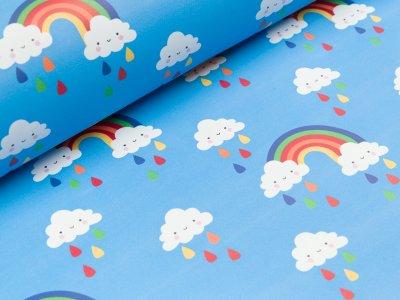 Regenjackenstoff - fröhliche Regenwolken und Regenbögen - helles blau