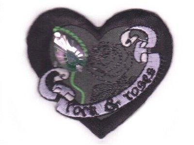 Herz Gothic mit rosa Stein zum Aufbügeln