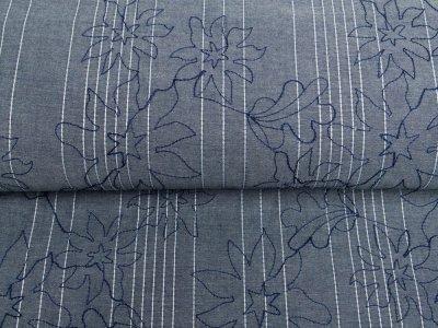 Dekostoff in Jeansoptik - aufgestickte Streifen und Blumen - jeansblau