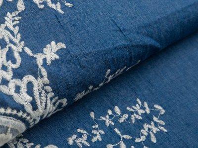 Leichter Jeansstoff mit Stickerei - Blumenborde - jeansblau