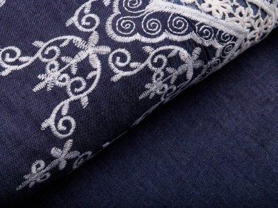 Leichter Bordüren-Jeansstoff mit Stickerei - Blumen und Ornamente - jeansblau