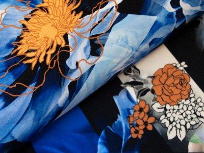 KDS Queen's Collection Hana - Jersey Viskose PANEL ca. 110cm x 145cm - Blumen auf geometrischen Mustern - royalblau