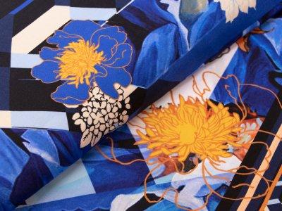 KDS Queen's Collection Hana - Webware Viskose PANEL ca. 85cm x 145cm - Blumen auf geometrischen Mustern - royalblau