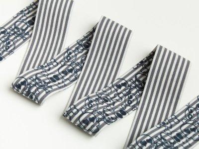 Breites Gummiband Totenköpfe und Streifen 40mm weiß-dunkelgrau
