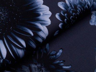 Leicht elastische Webware Baumwollsatin Sawfing Tinted Flower by Cherry Picking - wundervolle Blumen - graublau